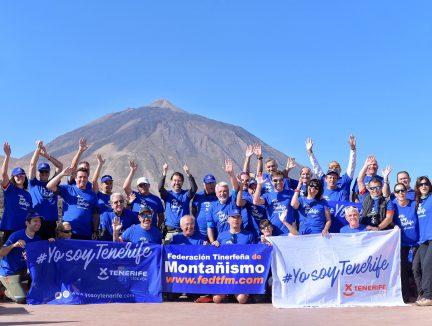 El colectivo de montañeros se suma a la campaña #YosoyTenerife con la firma del Manifiesto del Teide
